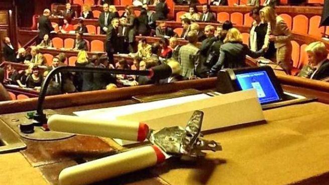 """I 5 stelle in Parlamento: """"Lo apriremo come una scatola di tonno"""""""