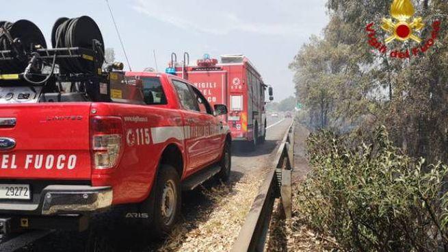 Sterpaglie a fuoco sulla A18, Catania-Messina (Dire)