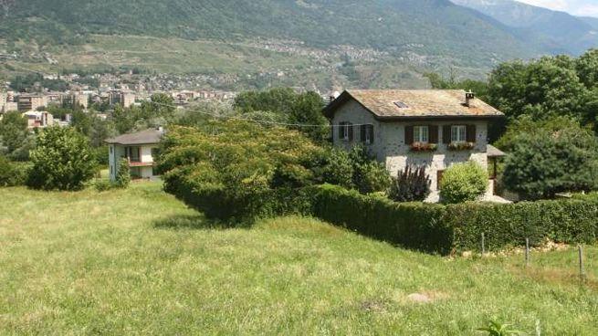 Il terreno di Albosaggia dove dovrebbe sorgere la casa di riposo (Anp)