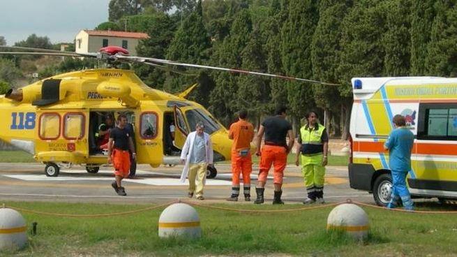 L'elicottero della Regione Toscana Pegaso in azione all'Elba