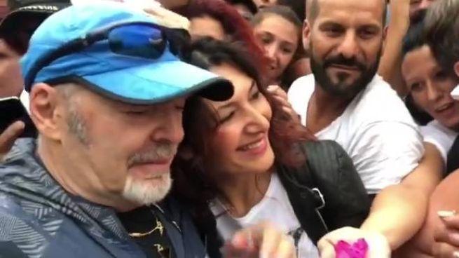 Vasco Rossi con i fan a Zocca (FotoFiocchi)
