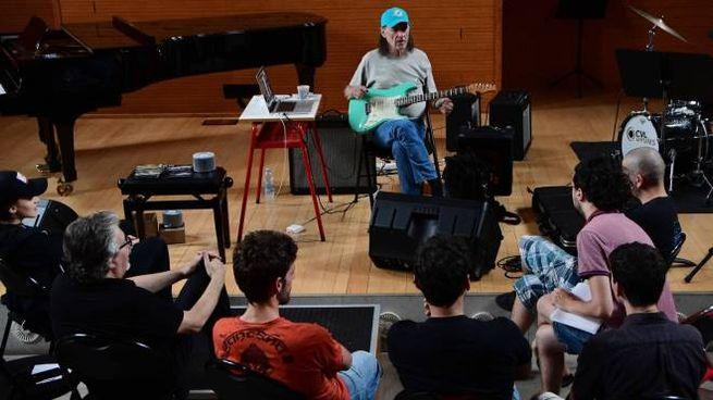 Scott Henderson al seminario con gli studenti (foto Donzelli)