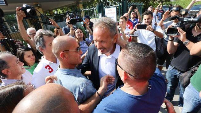 Bologna, l'abbraccio dei tifosi a Sinisa Mihajlovic (FotoSchicchi)