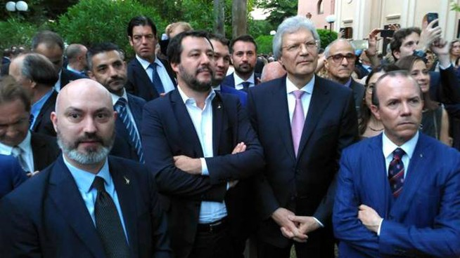 Residenza dell'ambasciatore russo a Roma, Salvini al centro e a destra Savoini (Ansa)