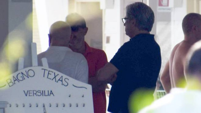 Dolore e silenzio sono piombati tre le cabine del bagno Texas (foto Umicini)