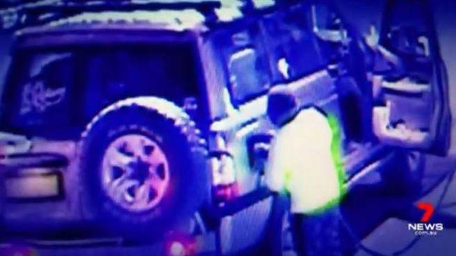Australia, quattro ragazzi fuggono in auto per 900 km (Facebook 7 News Queensland)