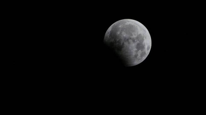 Eclissi di luna (Afp)