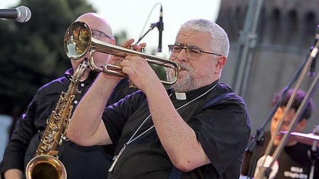 Concerto davanti alla Rocca, festeggia in musica la sua ordinazione a vescovo