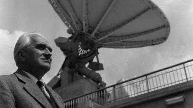 Guglielmo Righini e il radiotelescopio di Arcetri. Fonte: Mario Rigutti