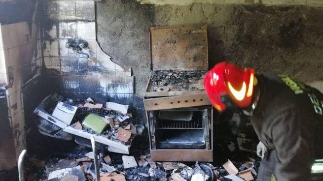 La casa di madre e figlio è stata distrutta dalle fiamme