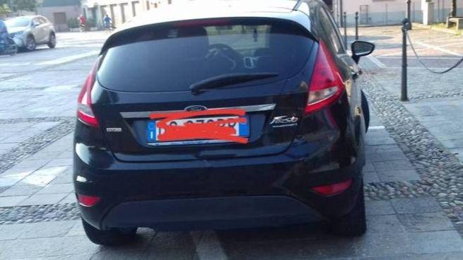 L'auto in sosta vietata a Trescore Cremasco