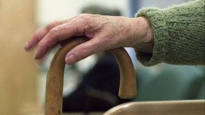 Dramma della solitudine, anziana trovata morta in casa dopo 23 giorni