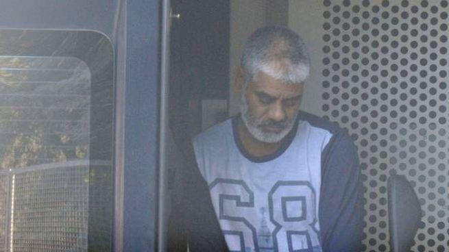 Muhammad Riaz appena arrivato al tribunale di Macerata dal carcere di Montacuto (Calavita)