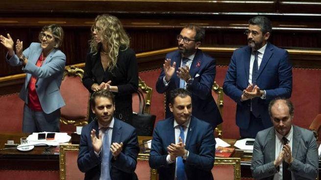I ministri Bongiorno, Stefani, Bonafede e Fraccaro dopo il sì al Codice Rosso (Ansa)