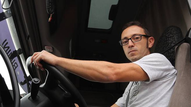 """Un camionista. Tra i motivi del no a questo lavoro  una vita """"itinerante"""""""