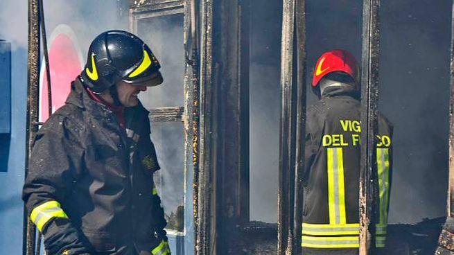 Pesaro, incendio in un capannone (Fotoprint)