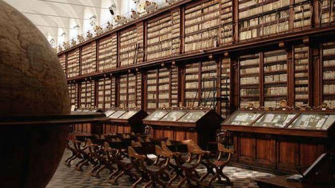 Una sala della Biblioteca Oliveriana
