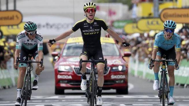 Simon Yates vince a Bagneres de Bigorre (Ansa)