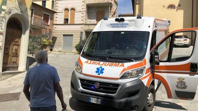 Alle spalle dell'ambulanza la casa di Bettolle teatro del fatto