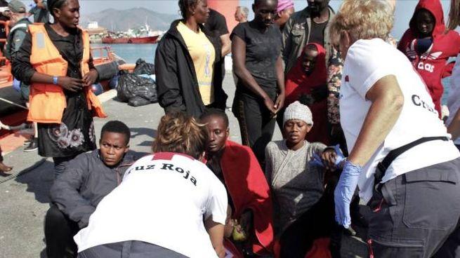 Migranti arrivati in Spagna (Ansa)