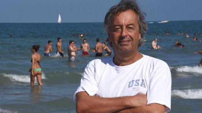 Roberto Burioni in spiaggia a Rimini