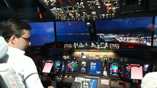 Andrea Prodissi nella sua cabina di pilotaggio