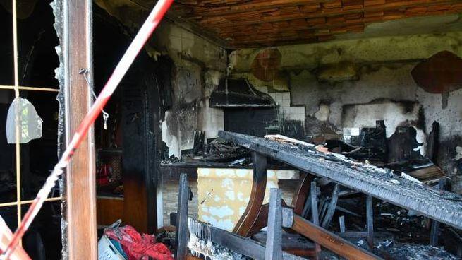 La casa semi-distrutta (Foto Nizza)
