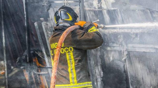 SCHIERATI I vigili del fuoco del distaccamento di Tirano