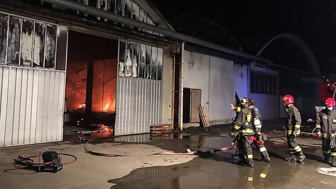 L'incendio al mobilificio Fuligna (fotoPrint)