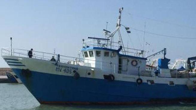 Il peschereccio Tramontana, sequestrato dalla guardia costiera libica (Ansa)
