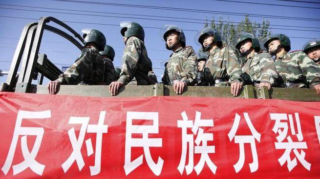 Ronde antiseparatiste cinesi nello Xinjiang (Ansa Ap)