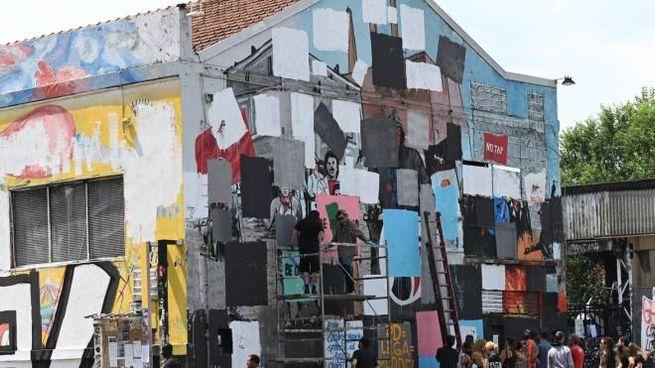 La parete dell'Xm24 imbrattata