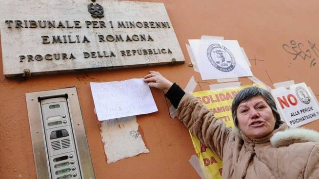 Protesta davanti al carcere minorile del Pratello