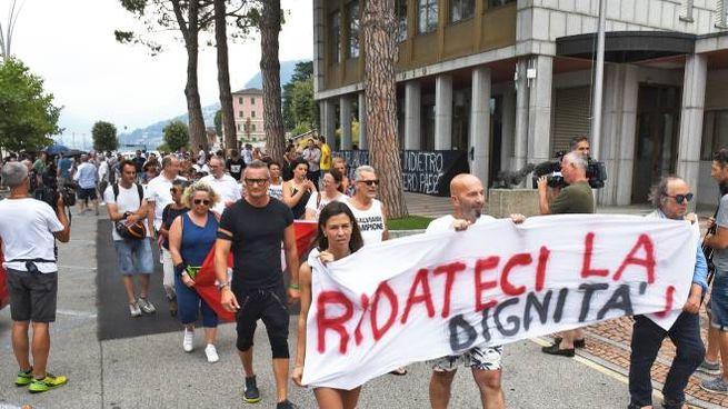 Manifestazione a un anno dalla chiusura del casinò di Campione