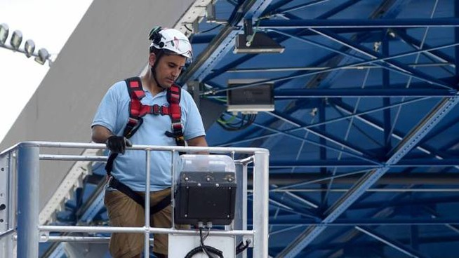 Ferrara, i tecnici al lavoro durante le verifiche allo stadio (Businesspress)