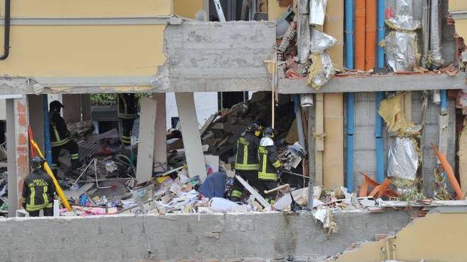 La palazzina distrutta dall'esplosione in via Brioschi