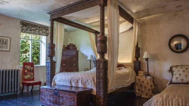 Il baldacchino di 'Shakespeare in Love' - Foto: airbnb.it/rooms/33302048