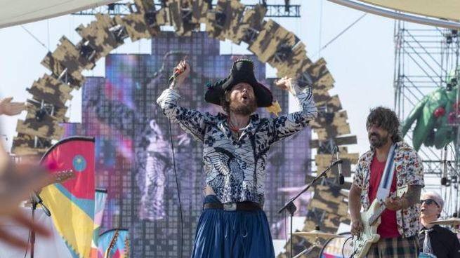 Jovanotti sul palco di Viareggio (Foto Ansa)