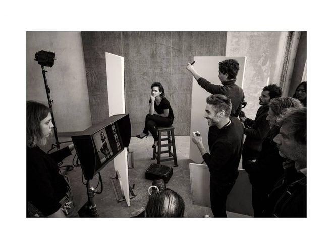 Calendario Internazionale 2020.Calendario Pirelli 2020 Il Backstage Emma Watson E Kristen