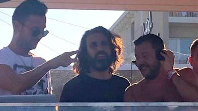 Salvini deejay al Papeete beach di Milano Marittima