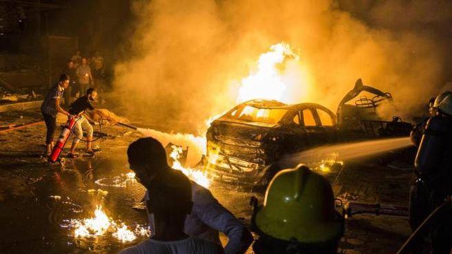 L'esplosione davanti all'ospedale in Egitto (Ansa)
