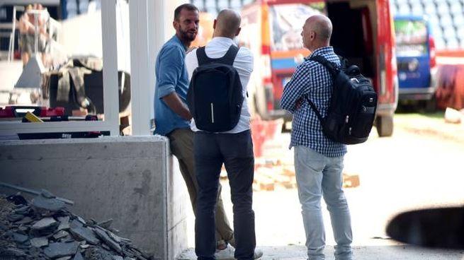 Alcuni tecnici durante l'ultima giornata di controlli al 'Mazza' (Foto Businesspress)