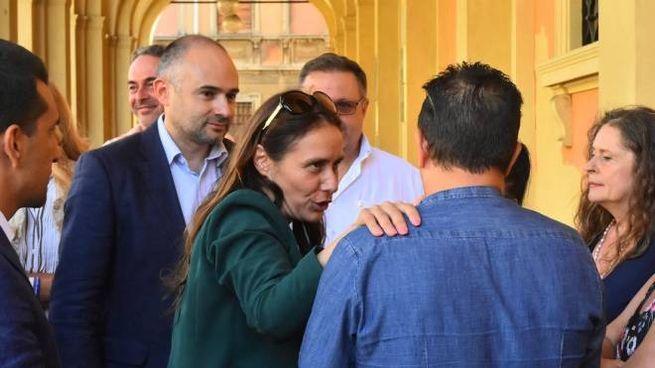 Il ministro Locatelli assieme ad alcuni genitori coinvolti (Foto Artioli)