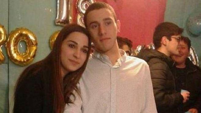 Dayana Amoruso, 19 anni, con il fratello gemello Eros morto