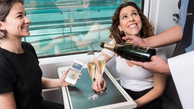 """Il servizio """"press for champagne"""" dei treni Eurostar - Foto: press Eurostar.com"""