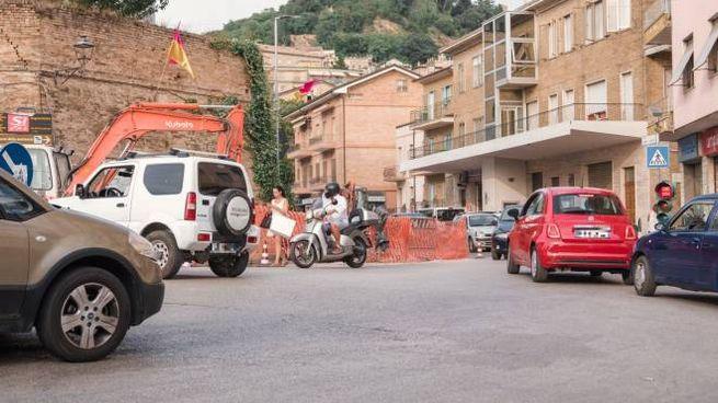 I lavori in corso stanno creando disagi al traffico (Foto Zeppilli)