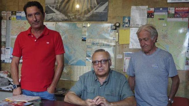 I tassisti Giorgio Dechamps, Giorgio Perotto e Mario Loria denunciano il degrado