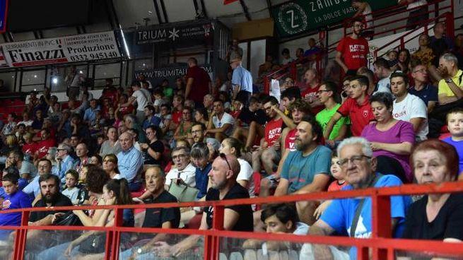 I tifosi presenti ieri alla Enerxenia Arena di Varese