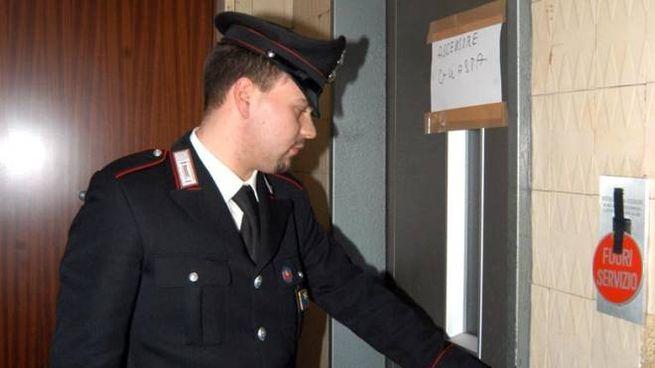 Fermo, l'ascensore cade: intervengono i carabinieri (Foto d'archivio Newpress)