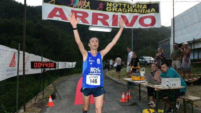 Notturna gragnanina, Luca Silvestri al traguardo (foto Regalami un sorriso onlus)